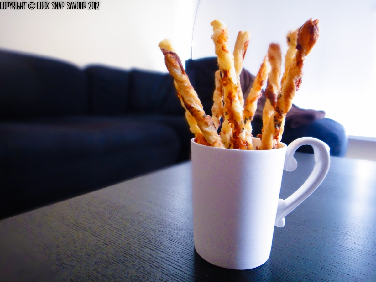 Garlicky Herb and Cheese Straws 01